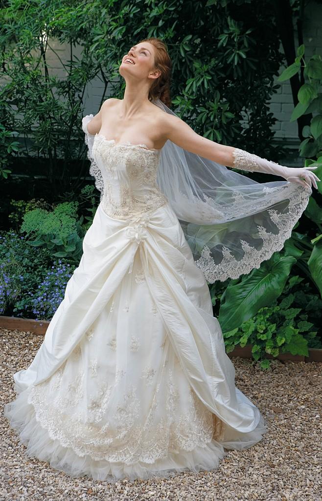 Une belle robe de mariée en dentelles