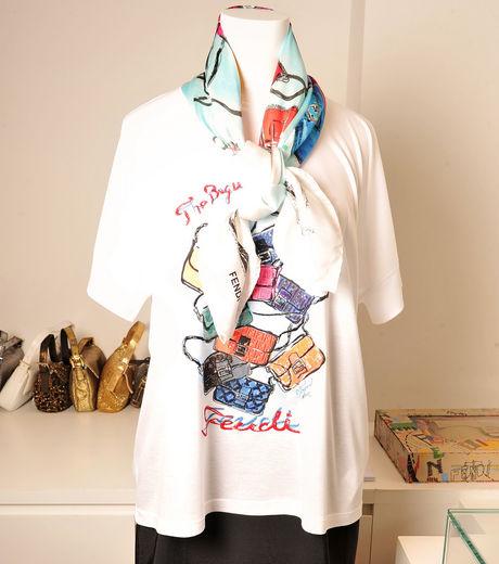 T shirt et foulard crée selon le dessin de Karl Lagarfeld
