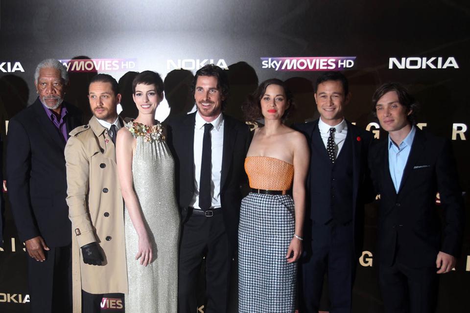 Batman Avec Marion Cotillard Et Anne Hathaway Luxebytrendy