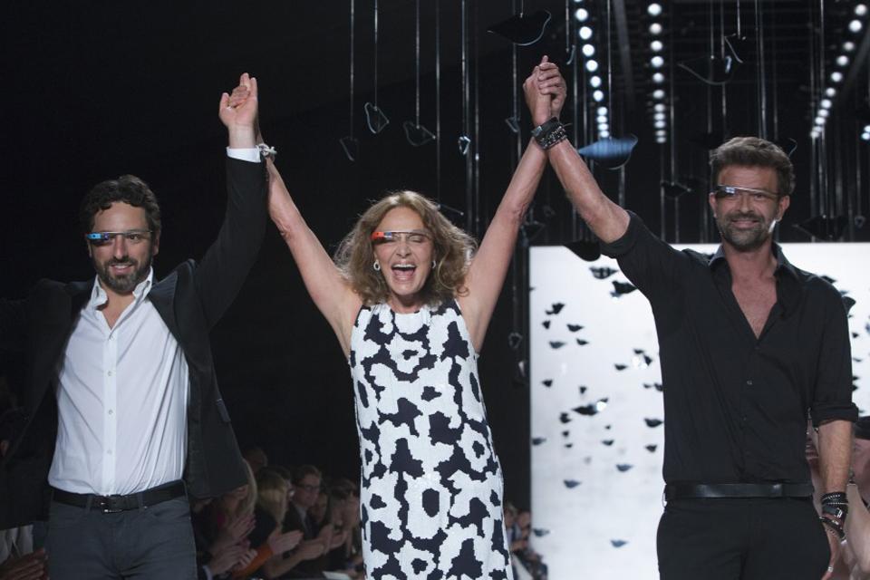 Diane Von Furstenberg  rend le geek à la mode avec les Google Glasses