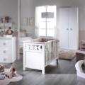chambre-bebe-haut-de-gamme-avec-lit-bebe-commode-armoire-fauteuil-et-pouf-collection-stella-par-trebol